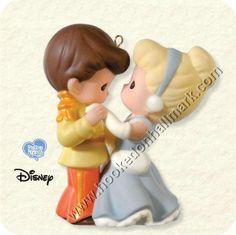 Cinderella and Prince precious moments ornament.my mom loves precious moments Walt Disney Cinderella, Cinderella Prince, Cinderella Wedding, Disney Love, Disney Art, Disney Fonts, Disney Stuff, Disney Ideas, Disney Precious Moments