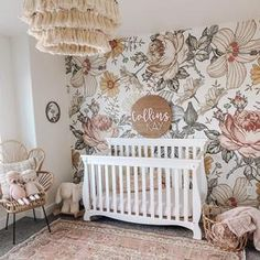 Floral Nursery, Baby Nursery Decor, Baby Bedroom, Girls Bedroom, Baby Girl Nursery Wallpaper, Baby Girl Rooms, Baby Nursery Ideas For Girl, Vintage Nursery Girl, Baby Girl Nursey