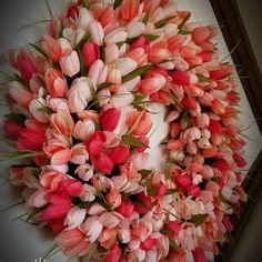You have to see this #DIY spring wreath idea from tulips #HomeDecorIdeas @istandarddesign