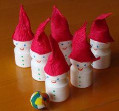 Mini Festive Bowling from the little Yakult bottles (or other little yoghurt drink bottles) Cute! Christmas Paper Crafts, Christmas Deco, Holiday Crafts, Diy Bottle, Bottle Crafts, Recycled Crafts Kids, Crafts For Kids, Reggio Emilia, Diy Arts And Crafts