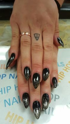 Black pointy nails with gold