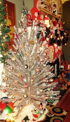 875 best 1950 39 s christmas images 1950s christmas christmas ornaments vintage holiday. Black Bedroom Furniture Sets. Home Design Ideas