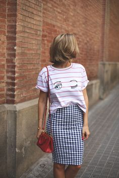Outfit inspiration: red-white striped T-shirt, black-white gingham pencil skirt, red Prada bag
