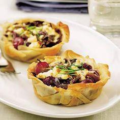 Recept - Filodeegtaartjes met paddenstoelen, druiven en kaas - Allerhande