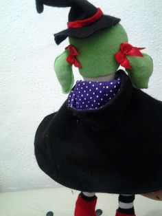 boneca bruxa Halow de tecido e feltro