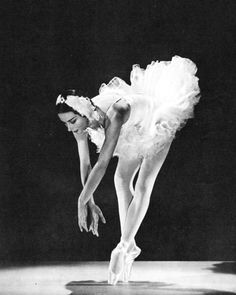 Yvette Chauvire in The Dying Swan World Ballet, 1958. #Ballet_beautie #sur_les_pointes *Ballet_beautie, sur les pointes !*