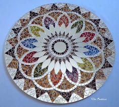 amaaaaaazing Mosaic mandala but I will make my own Mirror Mosaic, Mosaic Diy, Mosaic Garden, Mosaic Crafts, Mosaic Projects, Mosaic Glass, Mosaic Tiles, Glass Art, Mosaics