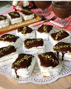 Image may contain: food Köstliche Desserts, Delicious Desserts, Yummy Food, Meat Recipes, Cake Recipes, Dessert Recipes, Cake Recipe Using Buttermilk, Pasta Cake, Baking Recipes For Kids
