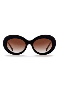 Look like an Old Hollywood starlet with these black round retro shades from Sunday Somewhere Kurt.