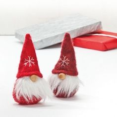 TWO-Scandinavian-Swedish-Finnish-Danish-Christmas-Tomtar-Gnomes-Elves-8445