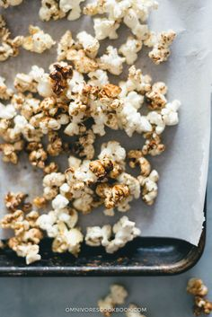 Low-Sugar Kettle Corn (That Tastes Better Than Caramel Corn) Healthy Popcorn, Popcorn Recipes, Healthy Sweets, Healthy Snacks, Healthy Recipes, Appetizer Recipes, Snack Recipes, Delicious Recipes, Amazing Recipes