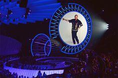 VMAs Honor Robin Williams With Tribute Video Featuring Coldplay | Billboard   I LOVE U ROBIN WILLIAMS