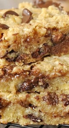 Ooey, Gooey Chocolate Chip And Toffee Bars. These toffee bars are ooey, gooey and delicious! Danger is the only thing I can say as you won't be able to eat just one. Cake Bars, Dessert Bars, Heath Bar Dessert, Köstliche Desserts, Delicious Desserts, Dessert Recipes, Yummy Food, Bar Recipes, Recipies