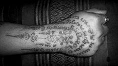 Todo sobre los tatuajes yantra (Megapost) - Arte en Taringa! Tatoos, Thailand Tattoo, Best Tattoo Ever, Buddhism Tattoo, Best Forearm Tattoos, Funny Images, Art, Tattos