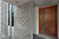 Ideas Exterior Design Architecture Entrance For 2019 Door Design, Wall Design, Exterior Design, Exterior House Siding, Exterior Doors, Apartment Entrance, Apartment Ideas, Bungalow Interiors, Entrance Doors