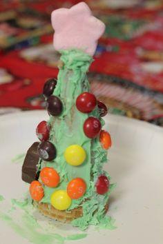 """Edible Christmas Tree - cute Christmas """"craft"""" for kids!"""