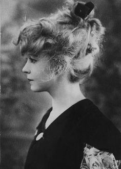 How to be beautiful - By Hester Hoffmann (Pittsburgh Post) - Lillian Gish - JETTE Old Hollywood Stars, Old Hollywood Glamour, Golden Age Of Hollywood, Vintage Hollywood, Classic Hollywood, Hollywood Hills, Look Vintage, Vintage Glamour, Vintage Beauty