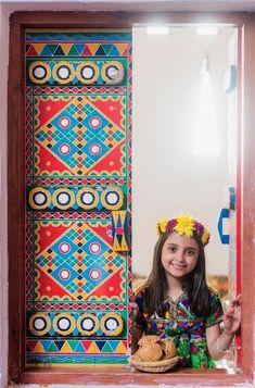 Saudi Arabia Culture, Interior Design Living Room, Design Bedroom, Arabian Art, Ethnic Home Decor, Stained Glass Patterns, Sustainable Design, Tribal Art, World Cultures