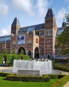 The Rijksmuseum in Amsterdam  #amsterdam #netherlands #travel #morning #rijksmuseum #museum #garden #fountain #water #bluesky #clouds #street #streetphotography #galaxys6