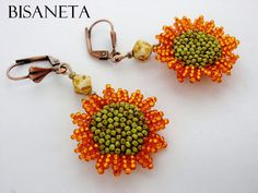 Dulcey Heller — Bisaneta made these earrings to go with an awesome. Bead Jewellery, Seed Bead Jewelry, Seed Bead Earrings, Beaded Earrings, Beaded Jewelry, Silver Earrings, Sunflower Accessories, Sunflower Jewelry, Seed Bead Flowers