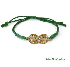Infinity gold bracelet with rhinestones and green macrame cord by Velours Noir Crèations, 9,00 € su misshobby.com