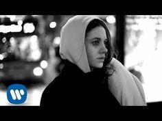 Ed Sheeran - The A Team [Official Video] - YouTube Dit liedje staat voor droevigheid, omdat zij niet meer weet wat ze met zich zelf aan moet, dus dood ze zich zelf.