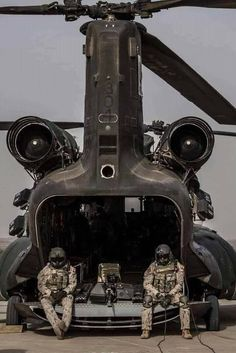 Ladies and Generals Us Military Aircraft, Military Helicopter, Military Weapons, Military Life, Military Art, Military Vehicles, Usaf Pararescue, Us Army Rangers, Chinook Helicopters