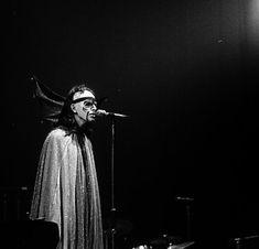 Peter Gabriel (Watcher of the skies) Watcher of the skies- Genesis
