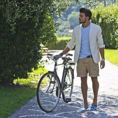 Look estivo per Mariano Di Vaio, che sfoggia una raffinata giacca L.B.M.1911 color panna! #LBM1911 #jacket #marianodivaio #summerstyle #italianstyle