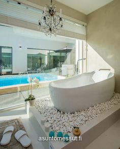 Nice but how to clean the stones? Bathroom Toilets, Bathrooms, Bathroom Interior Design, Corner Bathtub, Villa, Baths, Pools, Stones, Inspiration