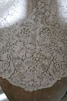 Brussels pieced bobbinlace with bride ground, around maybe a little earlier. Victorian Lace, Antique Lace, Vintage Lace, Cut Work, Linens And Lace, Lace Making, Bobbin Lace, Needle And Thread, Brussels