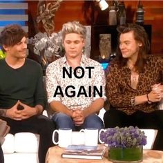 When the teacher calls on you to read but you don't know what page they're on.my friends are Liam and Louis about to laugh their butts off One Direction Fotos, One Direction Humor, One Direction Pictures, I Love One Direction, Direction Quotes, Larry Stylinson, Harry Styles Memes, Harry Styles Pictures, Niall Und Harry