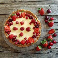 Buonissima la crostata senza cottura con una libidinosa crema al cioccolato bianco e frutta fresca, uno spettacolo e poi è facilissima!!!