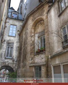 Paris 3e - 90 rue des Archives - Vestiges de la Chapelle des Enfants-Rouges - Mur extérieur de la nef et choeur de l'ancienne chapelle.