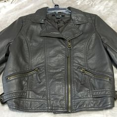 Forever 21 // Faux leather jacket Not sure how to describe the color (this is my mom's and she takes VERY VERY good care of her clothes) she wore it once for a couple of hours. It's in perfect condition. Color depends on how the person sees it. My mom sees it brown, I see it as a deep gray.. Maybe soldier green. I swear it changes colors every time I look at it lol. Fits a small or medium size (size 8) Leave offers! Xoxo Forever 21 Jackets & Coats