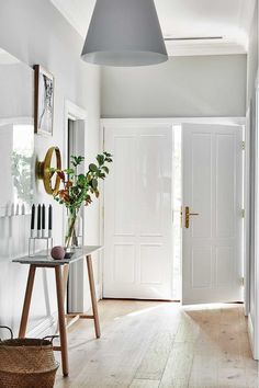 Grey and white hallway in a Scandi-inspired Family Home in a Bungalow by Norsu home Scandi Chic, Scandi Home, Scandinavian Home, Scandi Style, Bungalow Decor, Bungalow Interiors, Bungalow Hallway Ideas, Brighten Dark Hallway, Grey And White Hallway