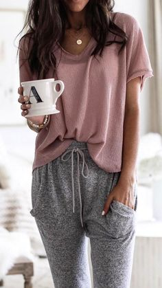 pink blouse and gray drawstring bottoms. # lazy day Outfits Perfect Fall Outfits To Inspire Yourself Cute Lounge Outfits, Cute Lazy Outfits, Comfortable Outfits, Casual Outfits, Cute Outfits With Sweatpants, Fashion Sweatpants, Gray Outfits, Joggers Outfit, Club Outfits