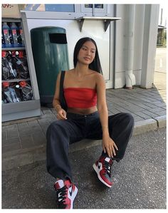 Mode Outfits, Retro Outfits, Cute Casual Outfits, Fashion Outfits, Red Sneakers Outfit, Sneaker Outfits Women, Loafers Outfit, Jordan Outfits Womens, Looks Street Style