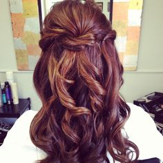 Bridal hair half up -  For more amazing ideas visit us at http://www.brides-book.com and remember to join the VIB Ciub