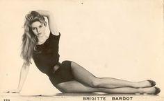 Classic Hollywood Measurements  Rita Hayworth    36.5C - 24 - 36 Sophia Loren    38C - 24 - 38 Betty Grable    36 - 24 - 35 Vivien Leigh    32A - 23 - 33 Audrey Hepburn    34A - 20 - 34 Marilyn Monroe    36 - 23 37 Veronica Lake    34 - 21 - 33 Ava Gardner    36 -23 -37 Brigitte Bardot    35.5 - 19 - 35 Elizabeth Taylor    36C - 21 - 36