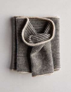 Newsprint cowl free knitting pattern from Purl Solo