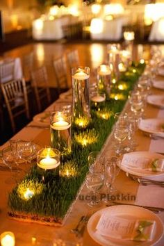 Low, enchanting centre pieces - Greenery with uneven floating candles (I mainly love the uneven floating candles. have worked with them for many weddings and they look amazing! Golf Centerpieces, Grass Centerpiece, Pasto Natural, Golf Wedding, Golf Theme, Decoration Table, Golf Table Decorations, Floating Candles, Centre Pieces