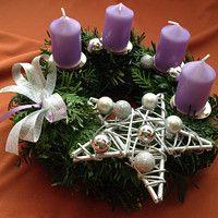 Hledání zboží: adventní věnec / Zboží | Fler.cz Advent Candles, Advent Wreath, Handmade Christmas Decorations, Catholic Art, Winter Christmas, Gift Wrapping, Wreaths, Table Decorations, Christmas Ornaments