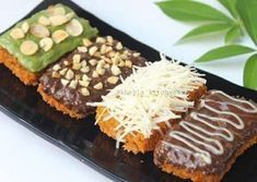 Nugget Pisang Hitz--- definitely not vegan, but they are so beautiful, I wonder if there is a way to Cookie Recipes, Snack Recipes, Dessert Recipes, Masha Cake, Indonesian Desserts, Indonesian Recipes, Traditional Cakes, Chocolate Chip Recipes, Snacking