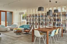 """""""I knew they had a great book collection, and bookcases would be important,"""" says architect Mike Mora. (Benjamin Benschneider/The Seattle Times)"""