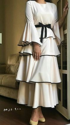 Tesettür Söz Elbisesi Modelleri - Crooked Tutorial and Ideas Modest Dresses, Modest Outfits, Stylish Dresses, Dress Outfits, Casual Dresses, Abaya Fashion, Muslim Fashion, Modest Fashion, Fashion Dresses