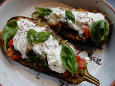 Gevulde aubergine met groente en burrata kaas – RECEPT – vegetarisch – Burgertrutjes Stuffed aubergine with vegetables and burrata cheese – RECIPE – vegetarian BURGERTRUTJESNL Quick Vegetarian Meals, Healthy Diet Recipes, Clean Eating Recipes, Veggie Recipes, Burrata Cheese, Lucky Food, Mexican Breakfast Recipes, Clean Eating Dinner, Burgers