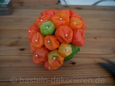DIY Herbstdekoration mit Physalis Watermelon, Stuffed Peppers, Fruit, Vegetables, Ethnic Recipes, Food, Xmas, Diy, Fall Jewelry