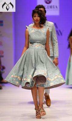 #irw #indianrunwayweek #coutureindia #indiacouture #hyderabaddesigner Contact Details:040-65550855/9949047889 Watsapp:8142029190/9010906544 Email-id:Mugdha410@gmail.com Instagram:MugdhaArtStudio