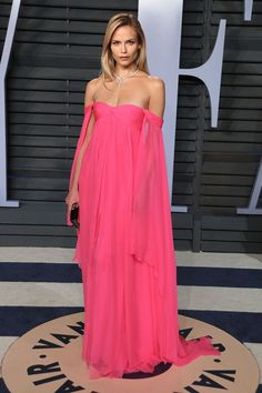 Natasha Poly – 2018 Vanity Fair Oscar Party at the Wallis Annenberg Center for the Performing Arts in Los Angeles Natasha Poly Style, Outfits and Clothes. Natasha Poly, Celebrity Red Carpet, Celebrity Style, Vestidos Oscar, Vestidos Color Rosa, Oscar Dresses, Vanity Fair Oscar Party, Red Carpet Looks, Red Carpet Fashion